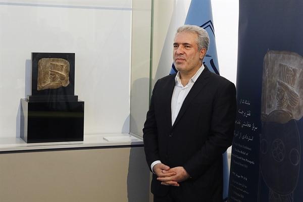رونمایی از سردیس سرباز هخامنشی در موزه ملی ایران با حضور رئیس سازمان میراث فرهنگی